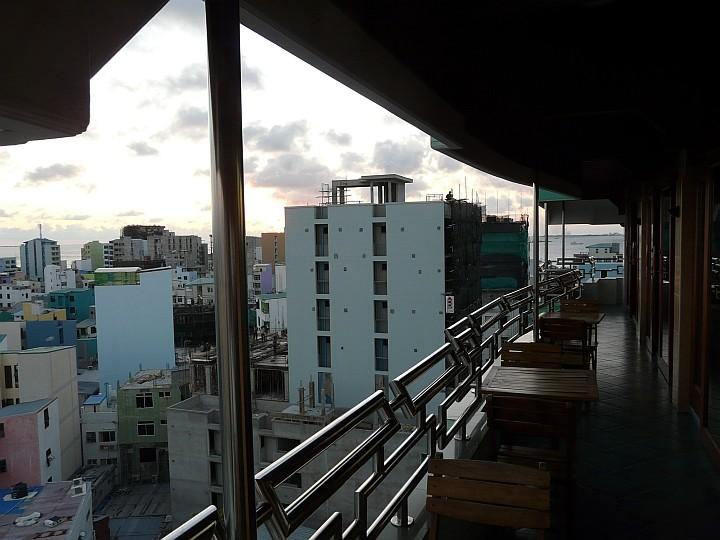 ... den Balkon des Restaurants